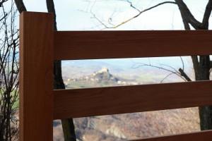canossa arredo urbano a canossa con recinzione e panche in rovere verniciato, design fc arredamenti