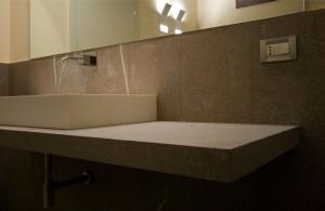 bagno stile moderno con mensola in granito, design fc arredamenti