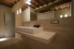 bagno stile moderno con mensola in marmo, design fc arredamenti