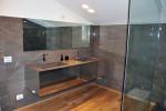 bagno stile moderno con mobile rivestito in acciaio, design fc arredamenti