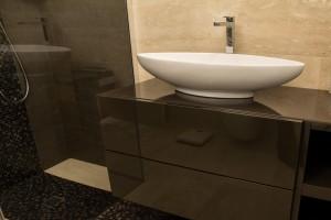 bagno stile moderno con mobile laccato, design fc arredamenti