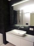 bagno stile moderno con mobile in corian, design fc arredamenti