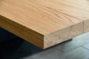 tavolo riunioni stile modeno con piano in rovere vernicato piede contrale in acciaio grezzo, design fc arredamenti