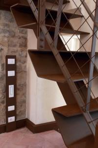 canossa ristrutturazione edificio pubblico con destinazione d'uso ad uffici ed allestimento museale a canossa, canossa