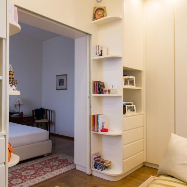 Libreria in camera da letto top open zoom mensole sopra for Fc arredamenti