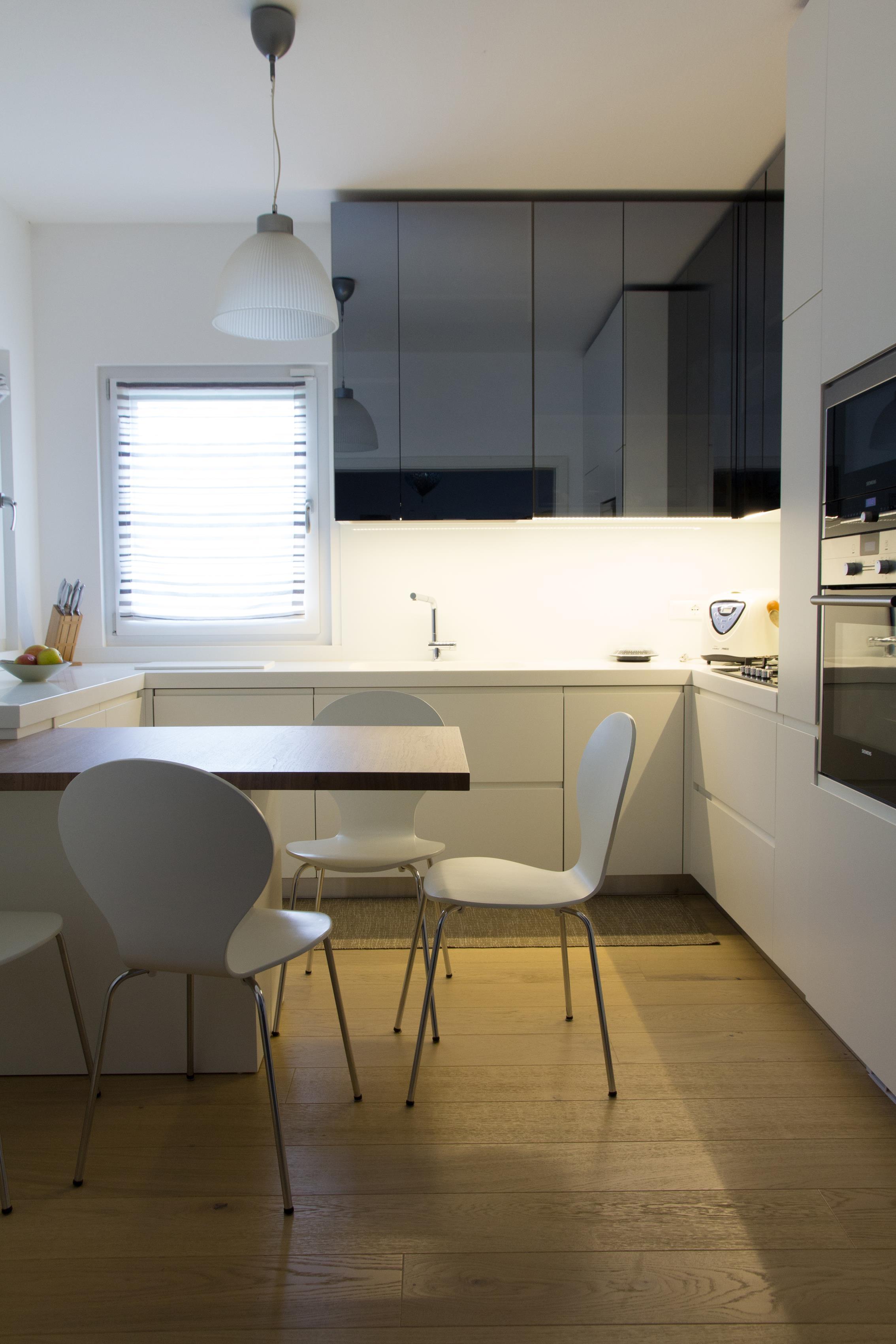 Cucine pensili perfect cucine moderna in legno su misura for Pensili cucina