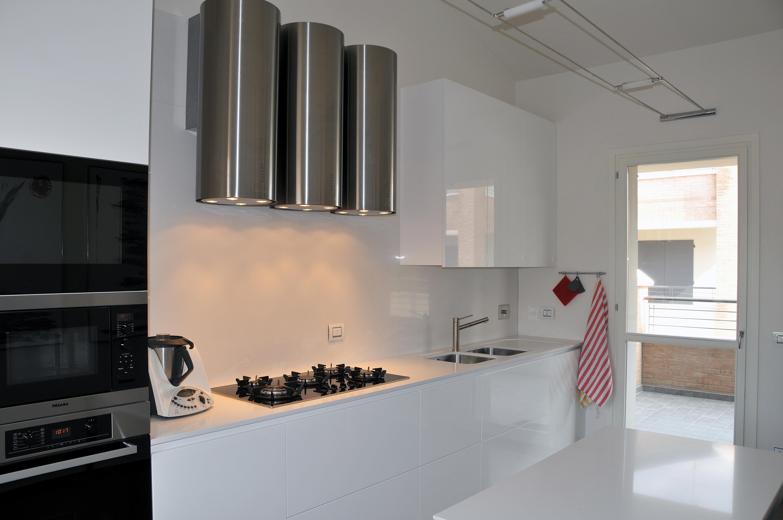 28 Cucina Stile Moderno Con Basi Pensili E Colenne Laccate Piano Top  #8C613F 5121 3402 Top Cucina Corian O Quarzo