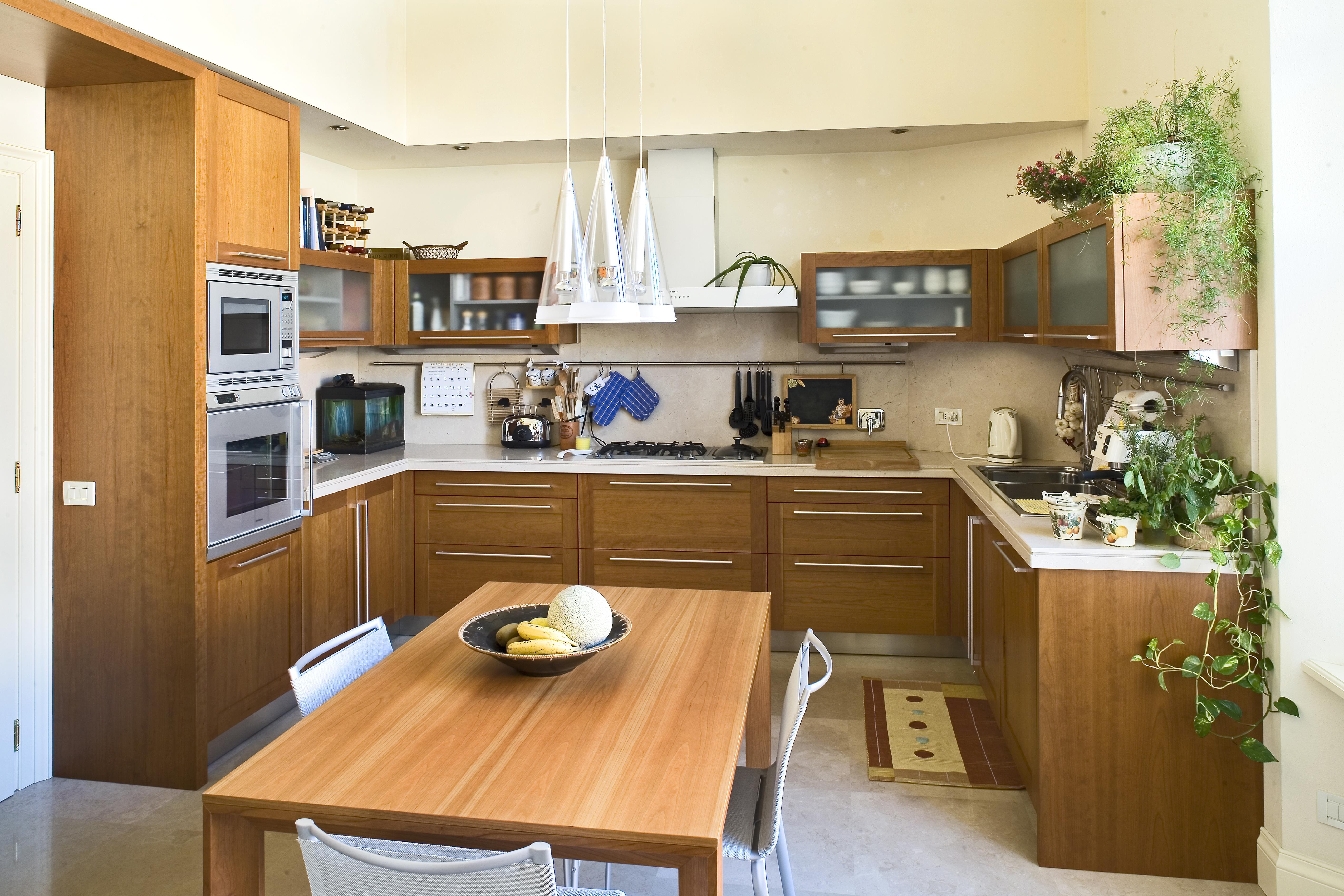 32_cucina stile classico con basi pensili e colenne in rovere ...