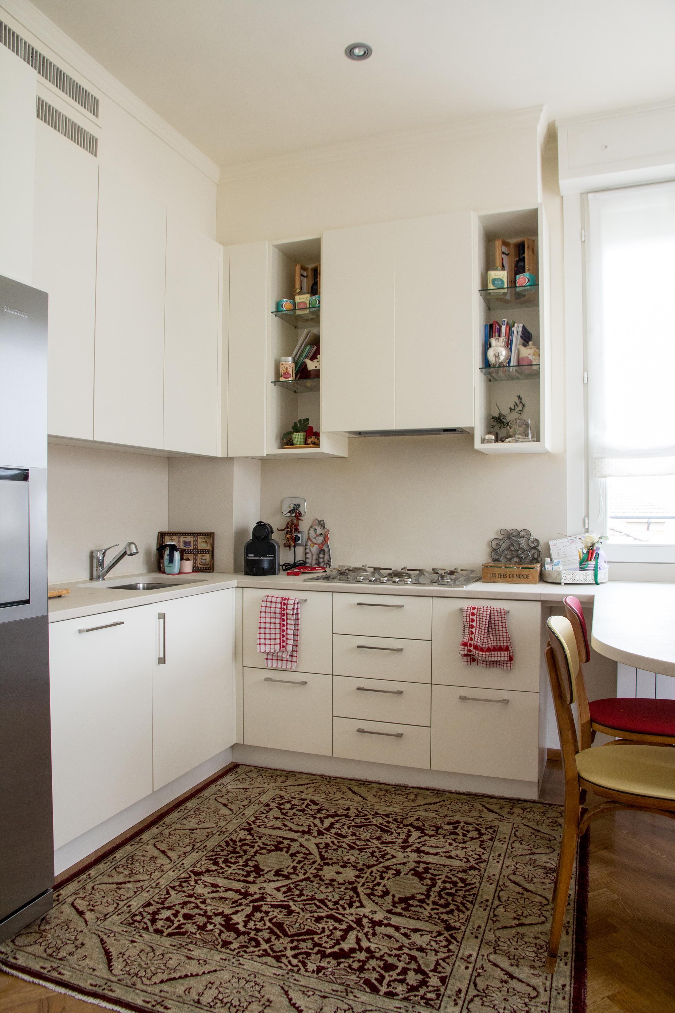 49 Cucina Stile Classico Con Basi Pensili E Colenne Laccate Piano Top  #40291C 2268 3402 Top Cucina Corian O Quarzo