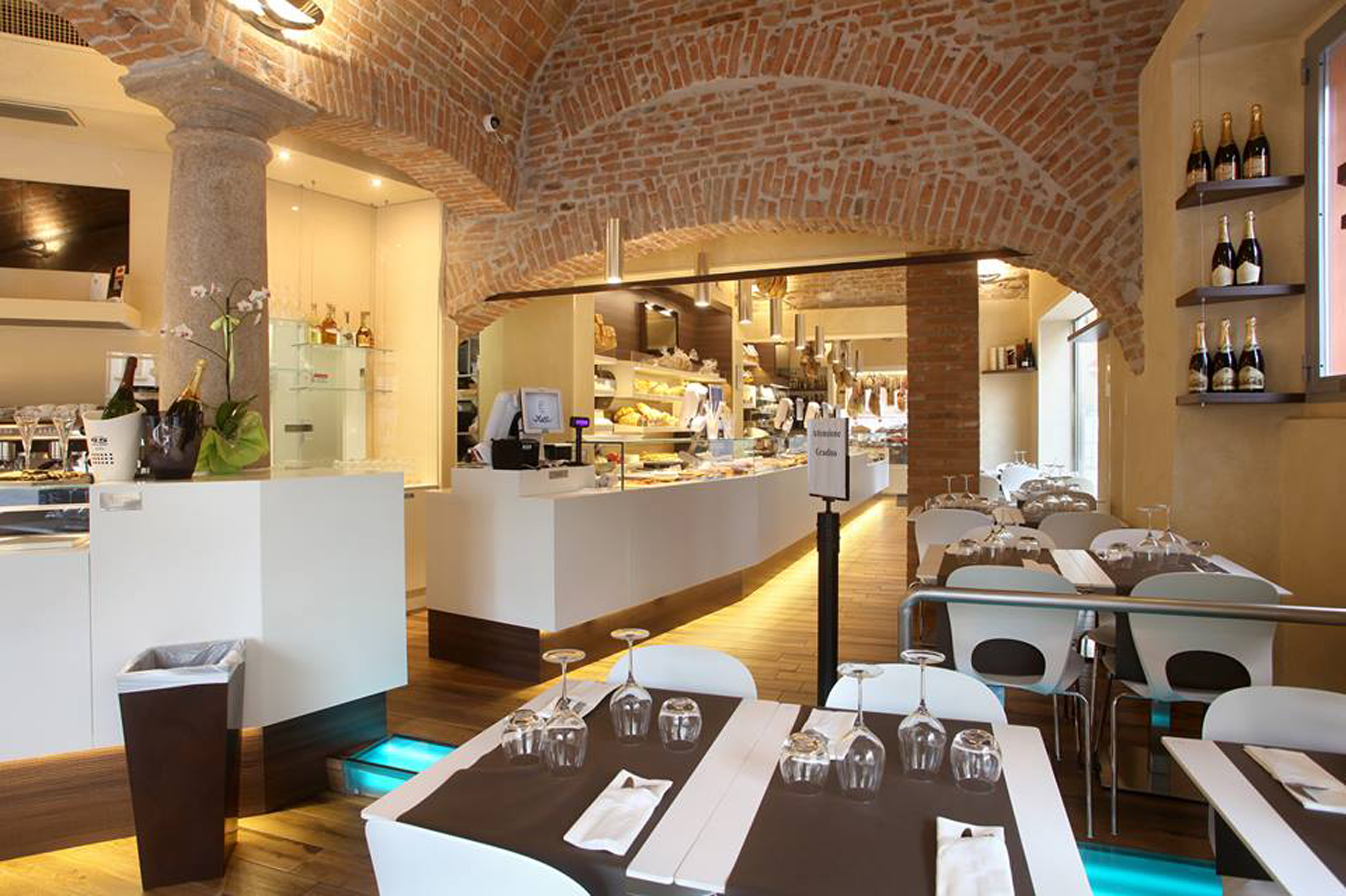 Arredamento pub moderno caricamento in corso with for Corso arredamento