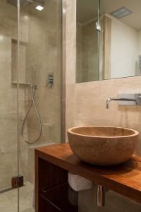 montecchi bagno stile moderno con mobile in venge verniciato e cristallo, design fc arredamenti